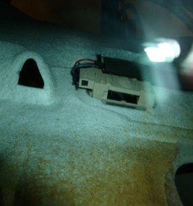 démontage plafonnier arrière golf4 IV (32)